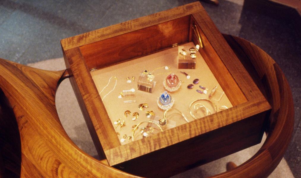 2—Signature-jewelry-case-detail